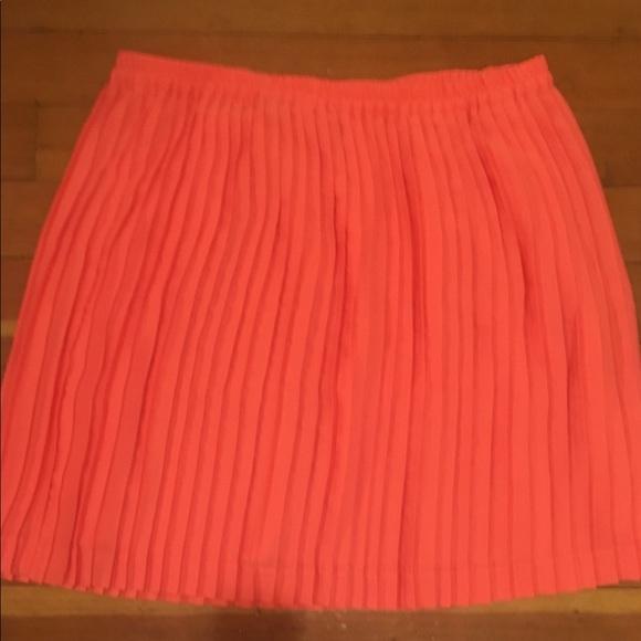 10aa816b18 Banana Republic Orange Cream Pleated Skirt. Banana Republic.  M_5aaf2abb84b5ce9de74bdbc0. M_5aaf2abf05f43097da9e6734.  M_5aaf2ac4caab44a79b137099